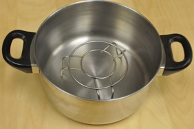 pot with steam rack